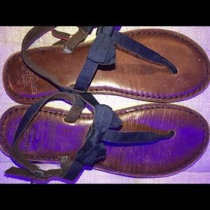 Abercrombie and Fitch navy blue sandals 6/7
